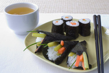 Maki and temaki rolls