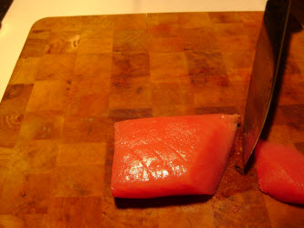 Diagonal angled cut for sashimi or nigiri