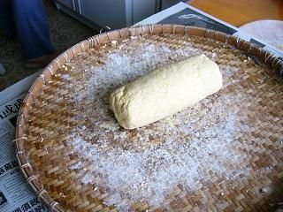 Form the kneaded soybeans and flour into a log