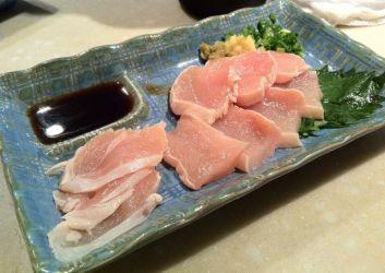 Chicken sashimi ('toriwasa')