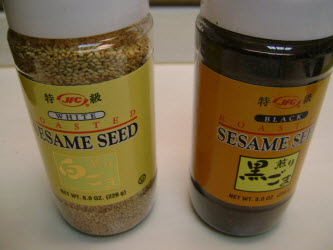 White and black sesame seeds
