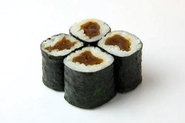 Kanpyomaki (Seasoned Dried Gourd Strips)