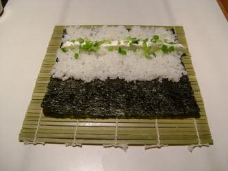 Adding green onions to chumaki roll