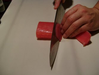 Slicing tuna using a straight cut at a 45 degree angle